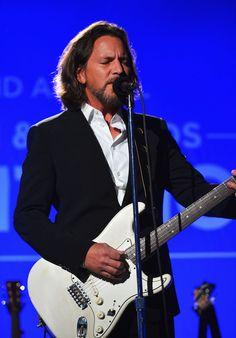 Eddie Vedder Photo - 2nd Annual Sean Penn And Friends Help Haiti Home Gala Benefiting J/P HRO Presented By Giorgio Armani - Inside