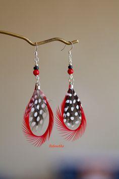 Boucles d'oreilles argentées en plumes rouges : Boucles d'oreille par baboochka
