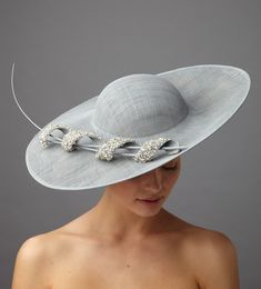Hostie Hats offer a stunning range of Ascot hats so you can be sure to find a hat to match your outfit. Sinamay Hats, Millinery Hats, Fascinator Hats, Fascinators, Headpieces, Fancy Hats, Cool Hats, Wedding Hats For Guests, Hats For Weddings