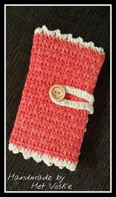 Deze week heb ik een paar leuke haaknaalden etui's gehaakt. Een paar om weg te geven aan twee vriendinnen en eentje voor mijzelf. Hier... Crochet Hook Case, Crochet Hooks, Yarn Bowl, Crochet Purses, Crochet Bags, Diy Crochet, Crochet Projects, Diy And Crafts, Crochet Patterns