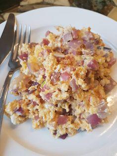 Heerlijk KHA ontbijtje.   Ingredienten: 2 eieren, 100 gram hamblokjes, 1 kleine rode ui, 30 gram 30+ kaas en een beetje knoflookpoeder.   Bereiden: snijd de ui, verhit wat kokosolie op middelhoog vuur. Voeg de hamblokjes samen met de ui toe en roerbak tot de ui glazig is. Voeg daarna de ei en plakjes kaas toe en roerbak even mee. Op smaak brengen met knoflookpoeder, zout en peper.  Eet Smakelijk
