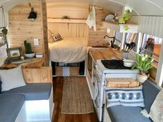 Nice 42 Tiny House Bus Living Conversion Ideas. More at https://homenimalist.com/2018/03/25/42-tiny-house-bus-living-conversion-ideas/
