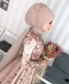 Pin by chandshahin on hizab khan in 2019 elbise düğün, batik Muslim Wedding Gown, Muslimah Wedding Dress, Muslim Wedding Dresses, Muslim Brides, Wedding Gowns, Bridesmaid Dresses, Prom Dresses, Muslim Girls, Muslim Couples