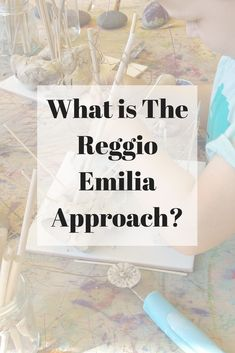 The Reggio Emilia Approach is an innovative and inspiring approach to early childhood education which values the child as strong capable and resilient; rich with wonder and knowledge. Reggio Emilia Preschool, Reggio Emilia Classroom, Reggio Inspired Classrooms, Play Based Learning, Project Based Learning, Early Learning, Kids Learning, Education Logo, Early Education