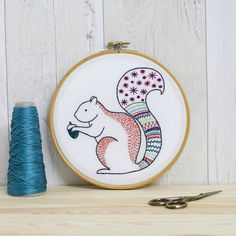 Kit de broderie contemporaine décureuil Hoop Art Kit