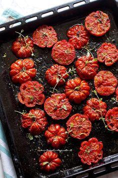 Pomodori al forno: la Ricetta semplice e ricca di sapore (pronti in 15 minuti!)