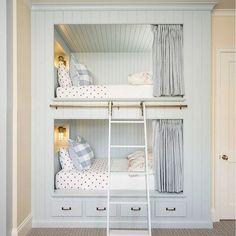 Sweet bunk room. Image via @melindahartwrightinteriors via @homebunch