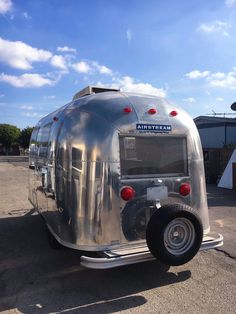 Vintage Stuff and Antique Designs Airstream Rv, Vintage Airstream, Vintage Campers, Spartan Trailer, Happy Campers, Snowboard, Cars And Motorcycles, Recreational Vehicles, Traveling By Yourself