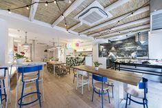 Una nueva forma de comer pescado. Madrid Restaurants, Fish House, Beach Bars, Coffee Shop, Architecture Design, Kitchen, Table, Furniture, Spain