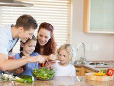 Dass unsere Kinder gesund essen, wollen wir alle. Druck kann aber das Gegenteil bewirken, zeigt eine neue Studie. EAT SMARTER stellt sie vor.