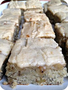 Banana Bread Bars with Brown Butter Frosting. DO NOT pass these up. Ingredients: Banana Bread Bars: c. sugar 1 c. sour cream c. butter, softened 2 eggs or ripe bananas, mashed 2 tsp. vanilla extract 2 c. all purpose flour 1 tsp. Brownie Desserts, Just Desserts, Brownie Recipes, Banana Recipes, Potato Recipes, Bread Recipes, Brownie Pan, Think Food, Love Food
