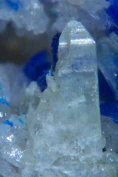 Paralaurionite, PbCl(OH), Mammoth-Saint Anthony Mine, St. Anthony deposit, Tiger, Mammoth District, Pinal Co., Arizona, USA. Paralaurionite crystal on matrix. Fov 2 x 3 mm. Copyright: © Van King
