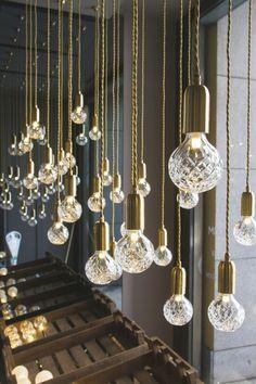milan design week 2013 // crystal bulb by lee broom bij Eikelenboom Light In, Lamp Light, Unique Lighting, Lighting Design, Lighting Ideas, Decorative Lighting, Casa Bonay, Lee Broom, Luminaire Design