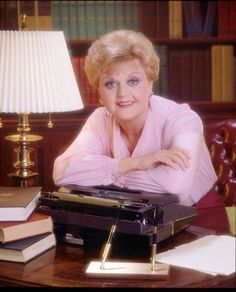 Angela Lansbury as Jessica Fletcher in Murder She Wrote Angela Lansbury, Julia Sarr Jamois, Murder, Detective, Vintage Hollywood, Classic Hollywood, Hollywood Actor, Old Tv Shows, Film Serie
