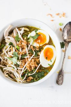 Soto ayam oftewel Kippensoep op zijn Indo's Think Food, Food For Thought, Asian Recipes, Healthy Recipes, Ethnic Recipes, Indonesian Recipes, Soup Recipes, Dinner Recipes, Ham Recipes