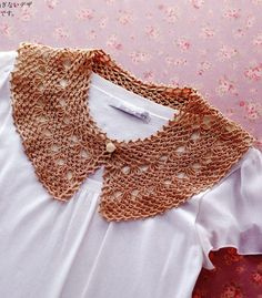 Beautiful collar crochet, accessory that gives a new twist to blouses and dresses.