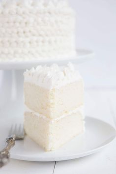 Have you ever had White Almond Wedding Cake??? It's AMAZING. | Delicious cake from iambaker.net