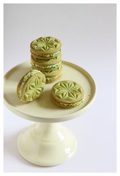 Double cookies filled with buttercream and rolled trough some sprinkles. Cookies are made with a starwheel springerle mould.