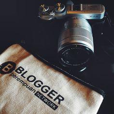 This is my gear as a blogger. Ngobrol cantik bersama @bloggerperempuan kali ini…
