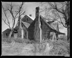 Virginia History, Old Abandoned Houses, Virginia Homes, Old Farm Houses, Plantation Homes, Old Building, Types Of Houses, Historic Homes, Old Pictures