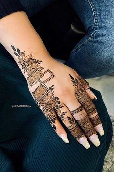 One of the most popular places to have henna is on the hands. So, today we are bringing you 21 amazing henna hand designs that are a work of art! Henna Hand Designs, Floral Henna Designs, Henna Tattoo Designs Simple, Latest Bridal Mehndi Designs, Mehndi Design Pictures, Mehndi Designs For Girls, Mehndi Designs For Beginners, Unique Mehndi Designs, Mehndi Designs For Fingers