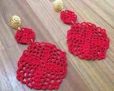 Brinco de Crochê Santina verm. REF:0011 Crochet Earrings Pattern, Crochet Bikini Pattern, Crochet Necklace, Diy Earrings, Jewelry Patterns, Crochet Crafts, Hobbies And Crafts, Pattern Design, Jewelery