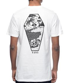 Take yourself to paradise anywhere you go with the Sketched Out white t-shirt from Vans x Sketchy Tank. This cotton tee features a screen printed Vans x Sketchy Tank skull on the left chest while the back shows a beach scene filled coffin on the back. Bui