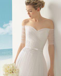Rosa Clará - Vestido de tul sedoso encaje y pedrería en color natural.