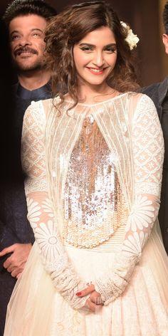 Sonam Kapoor in Manish Malhotra - sequin top with embroidered lengha ♥ Western Dresses, Indian Dresses, Indian Outfits, Sonam Kapoor, Bollywood Celebrities, Bollywood Fashion, Bollywood Saree, Fashion Show Dresses, Manish Malhotra