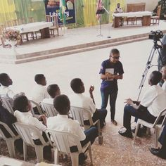 I'm always so excited whenever I'm saddled with the responsibility of  doing what I love most. Teaching is not actually my thing but when it comes to inspiring and impacting the young ones I always have this sense of fulfilment. Courtesy of Allyreads here is me impacting the next generation and telling them the big deal in being Sexually pure before marriage...#AllyreadsSchoolTour #SexualPurity #SayNoToSexBeforeMarriage #NotEverybodyIsHavingSex #SoYouAreNotAlone