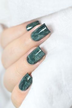 Easy stone marble nail art tutorial with the smooshy stamping technique.