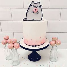 Tarta Pusheen the cat y cake pops. Pusheen the cat cake and cake pops. Pretty Cakes, Cute Cakes, Beautiful Cakes, Fondant Cakes, Cupcake Cakes, Pusheen Cakes, Pusheen Birthday, Cat Birthday, Petit Cake