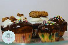 Siete in cerca di una Glassa al cioccolato fondente semplice e veloce e di successo? Volete arricchire o rendere più goloso il vostro dolce, dessert o i vostri cupcakes?Allora scaricate la mia ricetta!