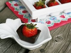 Chocolate-covered strawberries made in an ice cube tray. How to and ingredients.