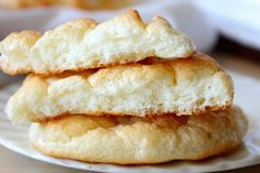 Cloud Bread Recipe ~ Pillowy Light Cloud Bread 3 large eggs, separated 3 tablespoons cream cheese, room temperature ¼ teaspoon cream of tartar; Cloud Bread, Gluten Free Recipes, Low Carb Recipes, Cooking Recipes, Cooking Tips, Vegan Recipes, Bread Replacement, Good Food, Yummy Food