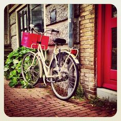 Just #dutch #bike  #igersholland #jj_forum #dutch #ubiquography #holland #earlybirdlove #ebstyles_gf #amsterdam #cityams - @alanisko- #webstagram
