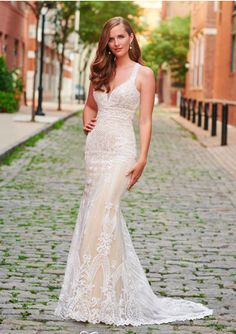 The FashionBrides is the largest online directory dedicated to bridal designers and wedding gowns. Find the gown you always dreamed for a fairy tale wedding. Winter Wedding Destinations, Destination Wedding, Wedding Locations, Dream Wedding Dresses, Wedding Gowns, Bouquet Wedding, Wedding Nails, Space Wedding, Glamour