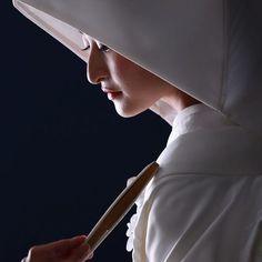 和装で【前撮り/後撮り】や【フォトウェディング】の撮影をする予定の花嫁さん♡ 日本の伝統美でもある《白無垢》に《綿帽子》をまとった花嫁姿で、撮影にのぞんでみませんか? Instagram にアップされている素敵なショットをまとめてみたので、ぜひ参考にしてみてください**