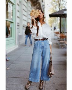 Always eating Pc: Cropped Jeans Outfit, Culottes Outfit, Denim Fashion, Fashion Outfits, Womens Fashion, Culotte Style, Denim Vintage, Fall Outfits, Casual Outfits