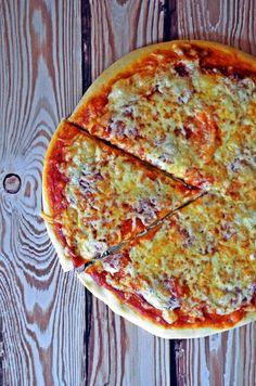 Lusta pizzatészta – tíz perc alatt, kelesztés, dagasztás nélkül, bögrésen – Blog TOP 10-es – Rupáner-konyha