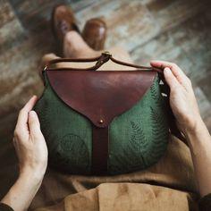 No photo description available. Style Grunge, Soft Grunge, Leather Bags Handmade, Handmade Bags, Tote Handbags, Purses And Handbags, Leather Purses, Leather Handbags, Girl Japanese