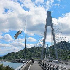 しまなみ海道Shimanami Kaido #しまなみ海道 #生口大橋 #サイクリング #瀬戸内海 #海 #島 #空 #風景 #広島 #日本 #Shimanami_Kaido #Ikuchi_bridge #Cycling #Seto_Inland_Sea #Sea #Island #sky #Landscape #Hiroshima #Japan おはようございますGood morning from Japan.() 尾道からの二番目の橋です因島と生口島をつなぎます自転車と人は橋の左側を通り二輪車は右側を通りますご覧の通り橋の欄干は高くはありません自転車に乗った状態で上半身が欄干より上に出てしまいます高所が苦手な人にはちと恐怖となります()# by bunataro