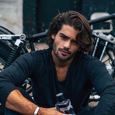 Hair Men Style, Hair And Beard Styles, Curly Hair Styles, Beautiful Men Faces, Gorgeous Men, Trendy Haircuts, Haircuts For Men, Long Curly Hair Men, Scruffy Men