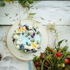 "275 Likes, 27 Comments - 써드아이엠(3rd I am) (@3rdiam_buttercream) on Instagram: ""모두가, 아름답다 . . . #flowercake #buttercream #플라워케이크 #플라워케익 #써드아이엠 #SFCA #seoulflowercakeassociation"""