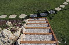 SD KERT - kertépítés: kertburkolás és kertépítés, kert, kerti burkolatok kialakítása, burkolat-tervezés, térkő lerakása, térkövezés, gumiburkolat, tipegő és kültéri faburkolat Stepping Stones, Outdoor Decor, Home Decor, Stair Risers, Decoration Home, Room Decor, Home Interior Design, Home Decoration, Interior Design