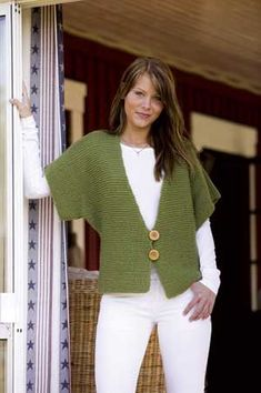 Fast Knit Vest Pattern in Raggi yarn - knit this garter-stitch vest with penguin sleeves in just a weekend! Perfect for beginning knitters.