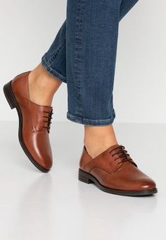 Pier One Botines bajos - cognac - Zalando. Grunge Style, Soft Grunge, Pretty Shoes, Beautiful Shoes, Formal Shoes, Casual Shoes, Men Casual, Look Oxford, Pier One