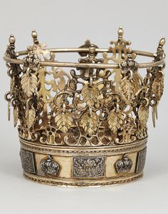 Bridal crown Carl Fredrik Hultbom, Stockholm (active Ø H weight about 280 grams. Royal Crowns, Royal Tiaras, Tiaras And Crowns, Tantrums And Tiaras, Plait Styles, Swedish Fashion, Royal Brides, Royal Jewelry, Bridal Crown