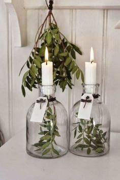simple white christmas decorating idea: 2 vases, candles and some greens. The post White Christmas: 5 Simple Decorating Ideas appeared first on Dekoration. Noel Christmas, White Christmas, Christmas Crafts, Christmas Decorations, Xmas, Holiday Decor, Christmas Candles, Scandinavian Christmas, Simple Christmas