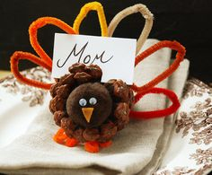 Need to remember this for Thanksgiving ... cutest place setting ever and would be so fun for the girs to make :-)